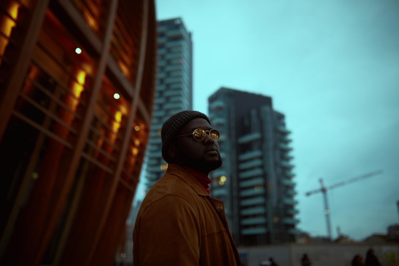 Tommy Kuti Il rapper concorrente di Pechino Express 2018 ritratto a Milano